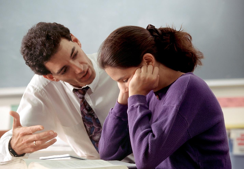 Có nên thuê gia sư dạy kèm môn lý lớp 11 tại trung tâm gia sư?