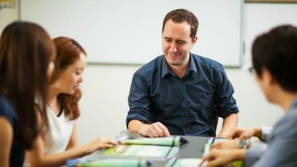Thuê gia sư dạy kèm môn lý lớp 10 ở trung tâm nào uy tín?